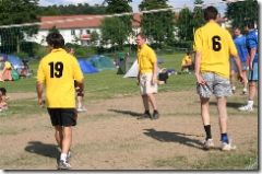Volleyball auf dem Rasenplatz